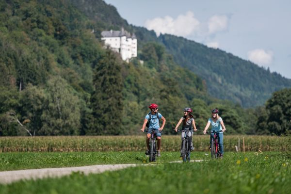 Leisure cycling tours